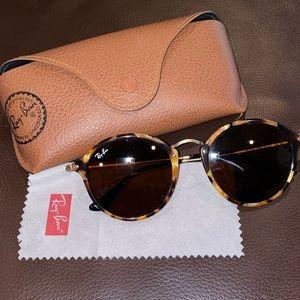 rayban tortoise round fleck sunglasses